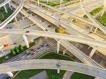 Intersection massive de route de vue supérieure, échange de pile photos libres de droits