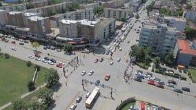 Intersection occupée de Pristina banque de vidéos