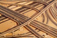 Interseção da estrada da estrada em Burj do centro Dubai Fotografia de Stock