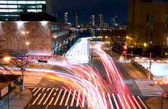 Intersezione di traffico alla notte Immagine Stock Libera da Diritti