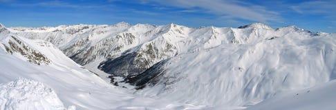 Intervallo di alta montagna con neve Fotografie Stock