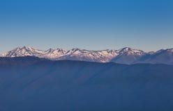 Intervallo di alta montagna con neve Fotografie Stock Libere da Diritti