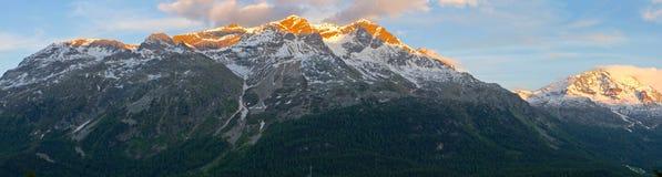 Intervallo di montagna al tramonto Immagini Stock Libere da Diritti