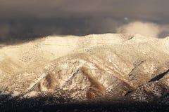 Intervallo di montagna dello Snowy Fotografie Stock