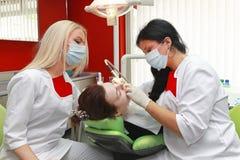 Intervention de dentiste Photos libres de droits