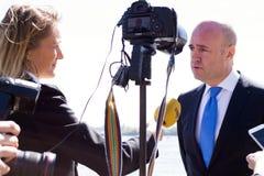 Intervista di John Fredrik Reinfeldt Fotografia Stock Libera da Diritti