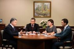 Intervjuer av Petro Poroshenko för ukrainska TV-kanal Royaltyfri Foto