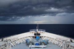 Intestazione della nave da crociera in una tempesta in Bahamas Fotografie Stock