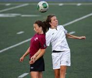 Intestazione della palla delle donne di calcio dei giochi del Canada fotografie stock