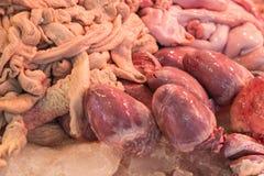 Intestini crudi della carne di maiale nel mercato Fotografia Stock Libera da Diritti
