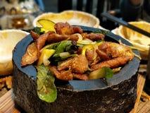 Intestini della carne di maiale con le foglie del basilico fotografie stock libere da diritti