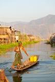 Intha人在Inle湖,缅甸 免版税库存照片