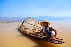Intha渔夫, Inle湖,缅甸 免版税图库摄影
