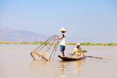 Intha渔夫, Inle湖,缅甸 免版税库存照片