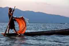 Intha部落人,缅甸的渔夫 免版税库存图片