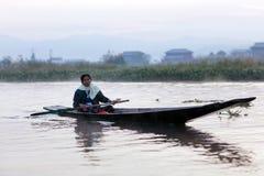 Intha folk på Inle sjön, Myanmar Royaltyfri Fotografi
