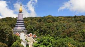 Inthanon塔视图有蓝天的 库存图片