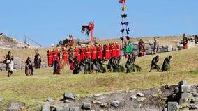 Inti Raymi Festival Entrance King dat door Militairen wordt vervoerd stock video