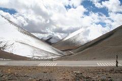 inTibet nevado das montanhas fotografia de stock