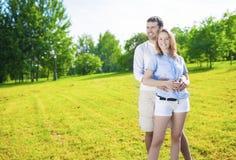 Intimidade e relacionamentos conceito e ideias Caucasian novo Co Imagem de Stock