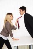 Intimidatie in de werkplaats. Agressie stock foto