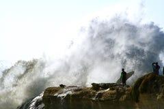 Intimidatie van de Golf van Surfer de Grote Royalty-vrije Stock Fotografie