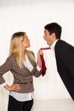 Intimider dans le lieu de travail. Agression Image libre de droits