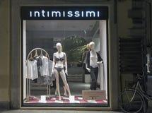 Intimissimi bielizny sklepu pokaz przy nocą w Rimini, Włochy Fotografia Stock