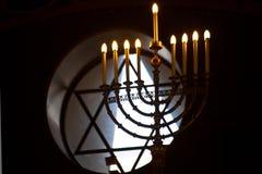 Intnnier de la synagogue de choral de Moscou Neuf-poussé des feuilles ou menorrhat photographie stock