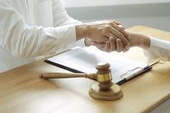 Intoduction операций с ценными бумагами юриста стоковое фото rf