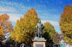 东京11月22日:在上野公园inTokyo, J的Saigo鹰森雕象 免版税库存图片