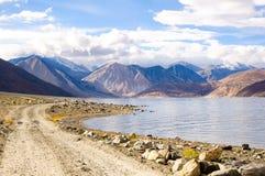 Intorno al lago tso di Pangong, Ladakh, il Jammu e Kashmir, India Fotografia Stock Libera da Diritti