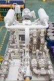 Intossichi il compressore del ripetitore che ricambia il tipo alla piattaforma del gas e del petrolio marino immagine stock