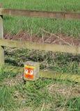 Intossichi l'indicatore del punto nel hedgrow accanto al vicolo lungo Treeton Fotografia Stock Libera da Diritti