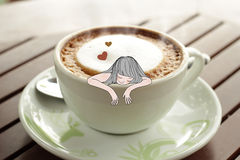 Intoxiqué de café dans une tasse de café photographie stock libre de droits