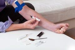 Intoxiqué faisant une injection Photo libre de droits