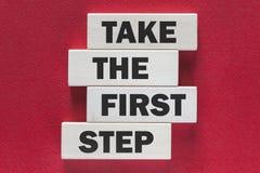 Intraprenda il primo punto Messaggio motivazionale Immagine Stock Libera da Diritti