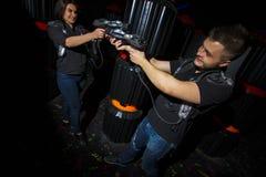 Intrattenga in un gioco del laser fotografia stock