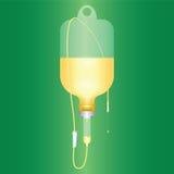 Intravenös lösning för patient på grön bakgrund Arkivfoto