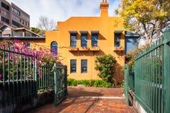 Intressant byggnadsperspektiv i Potts punkt, Sydney som är austral Arkivfoton
