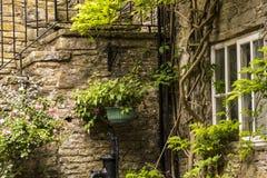 Intressant hörn i den lilla byn av Pott Shrigley, Cheshire, England Arkivfoto