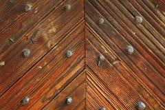 Intressant modell på den wood dörren Royaltyfria Foton