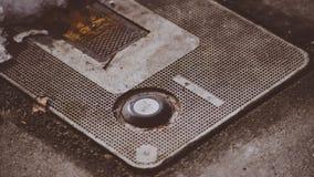 Intressant objekt grundar täcka jordningen på gatan av Coeur D ` Alene som gör ett intressant makroCloseupskott Royaltyfri Fotografi