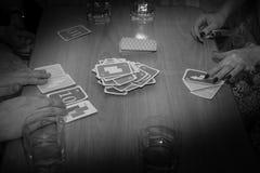 Intressant roligt kortspel, fritid Fotografering för Bildbyråer