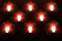 Intressant vägg av slapp lighting Arkivfoton