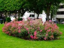 Intressanta trädgårdskulpturer Royaltyfri Foto