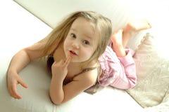 intresserad flicka little Royaltyfri Bild