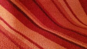 Intresting buktade röda och orange lutade linjer bakgrund royaltyfria bilder