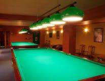 Intérieur d'un club ayant des tables de billard Photographie stock