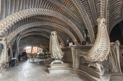 Intérieur de café d'heure Giger dans Gruyeres, Suisse Photos libres de droits